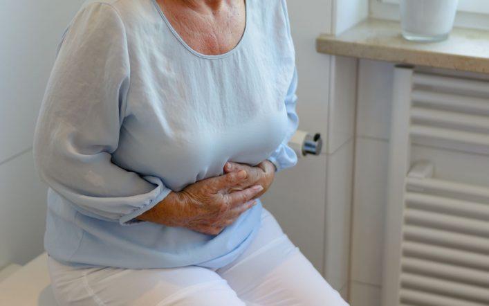 La constipation chez les personnes âgées : pourquoi faut-il s'en inquiéter ?