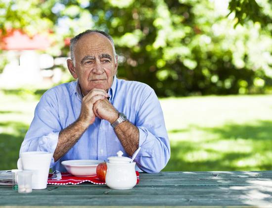 Seniors : comment s'organiser quand on vit seul